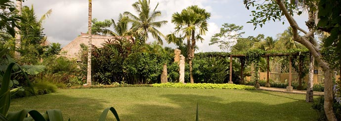 Panoramic view of the garden at Villa Bayad