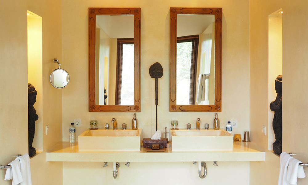 Luxurious bathroom at Villa Samaki